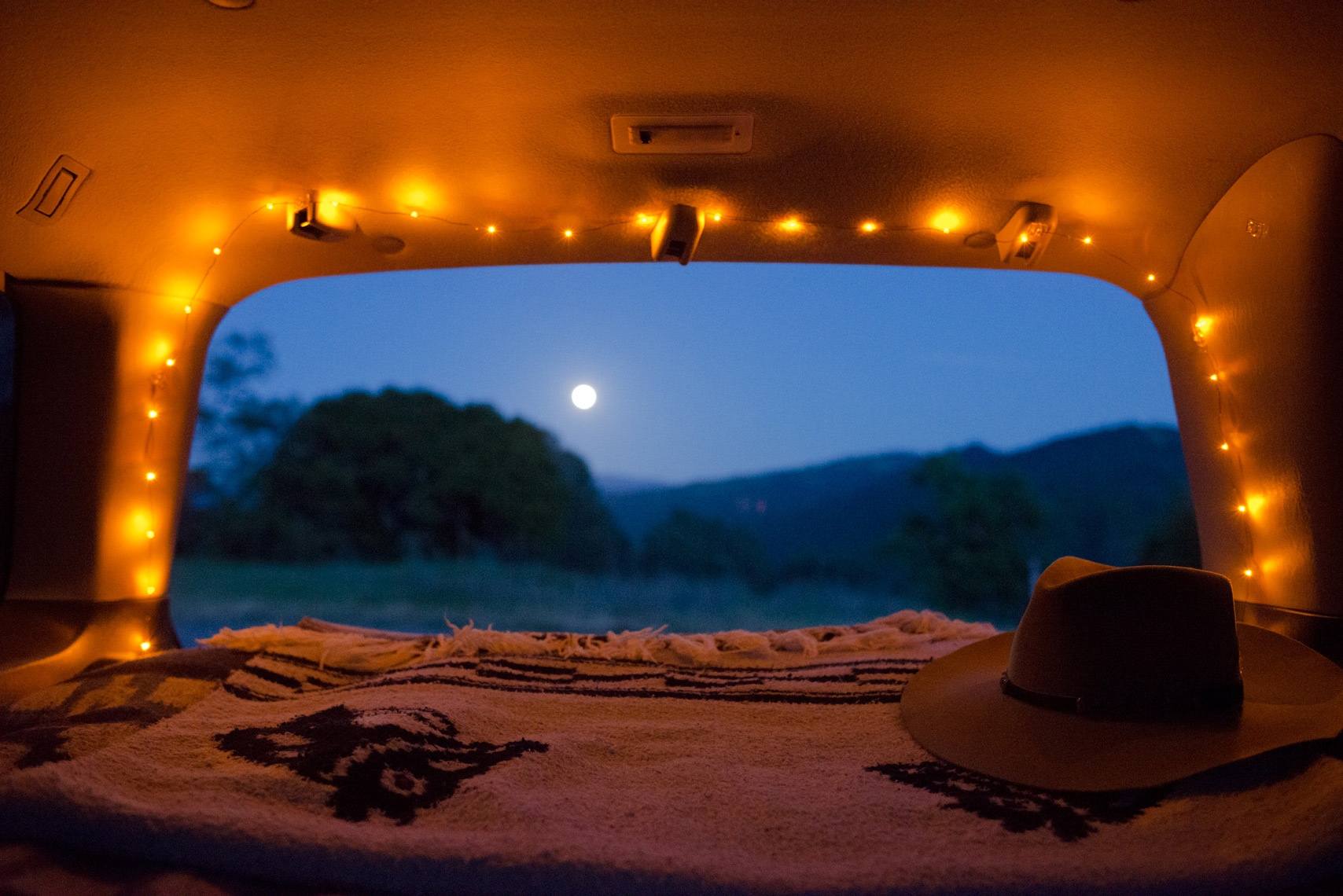 Vanlife Moonrise