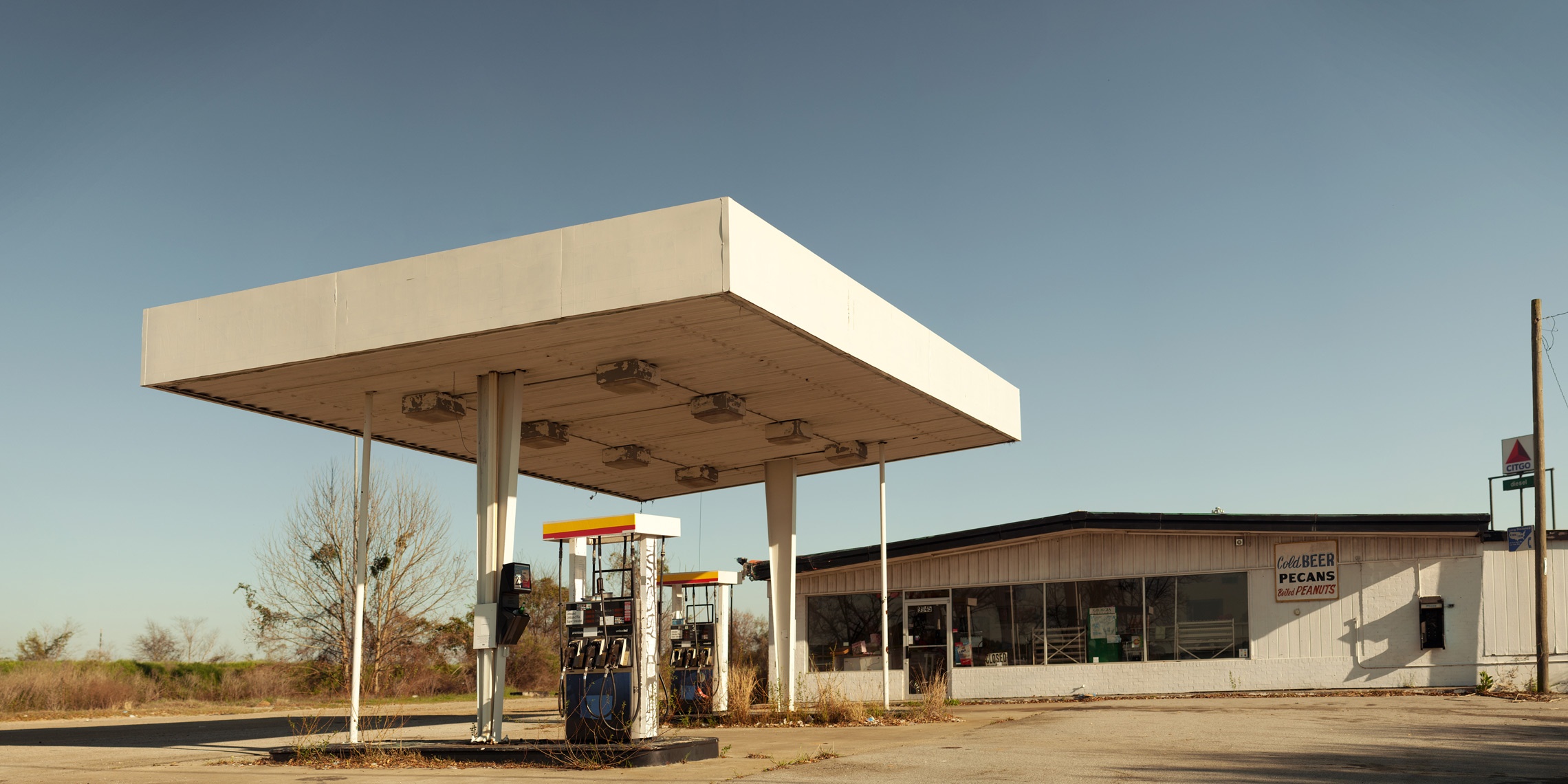 gas station 32